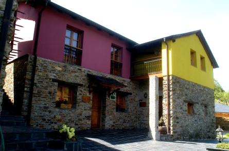 Alvarín, Verdejo y Carrasquín, nuestros apartamentos rurales.